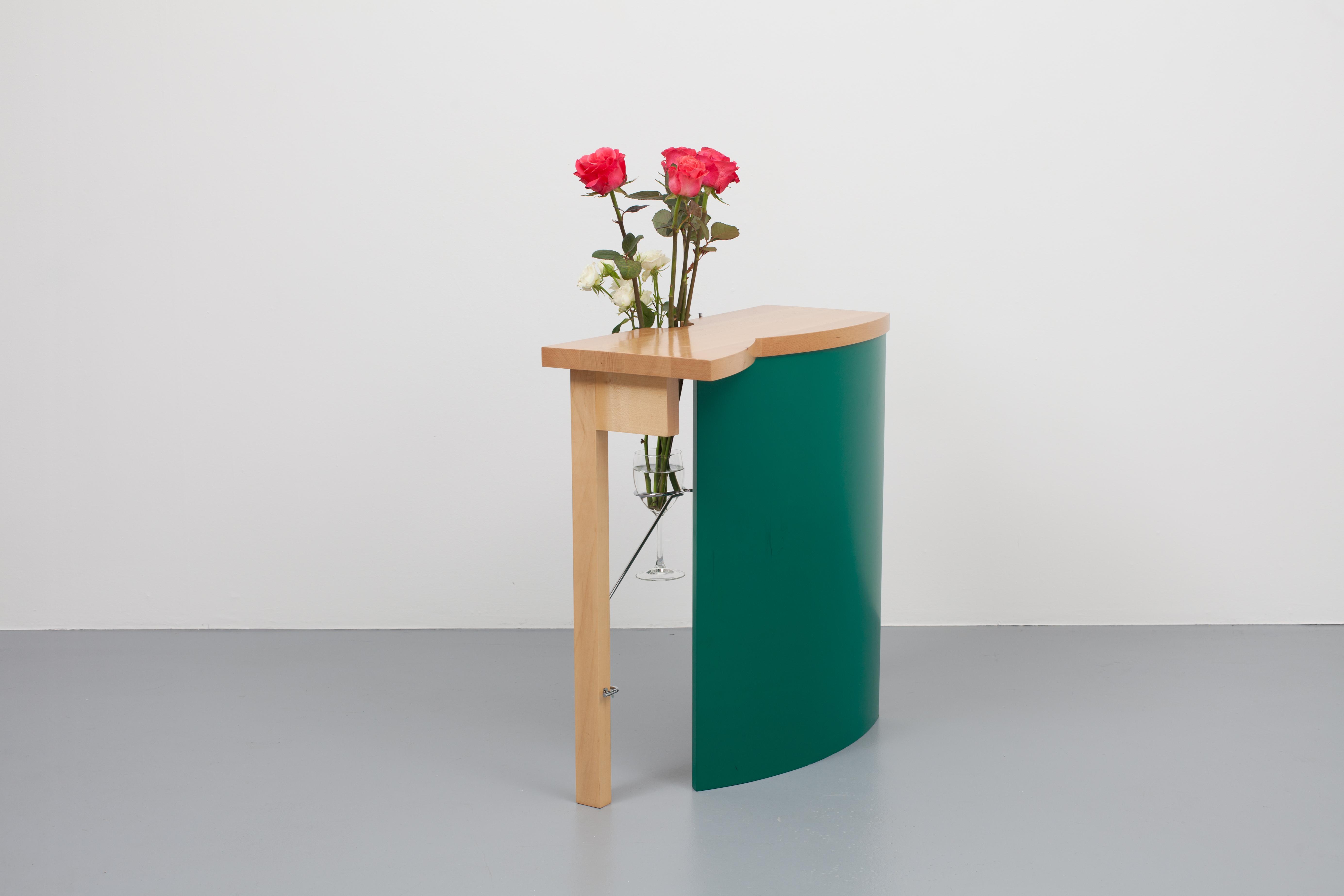 http://a1043.com/wp-content/uploads/Daniel-Weil-Table-Vase_003.jpg