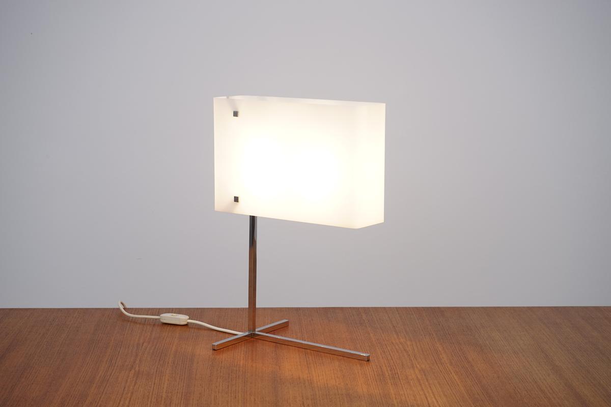 Lampe Plexi Carré Chromé Laiton-001