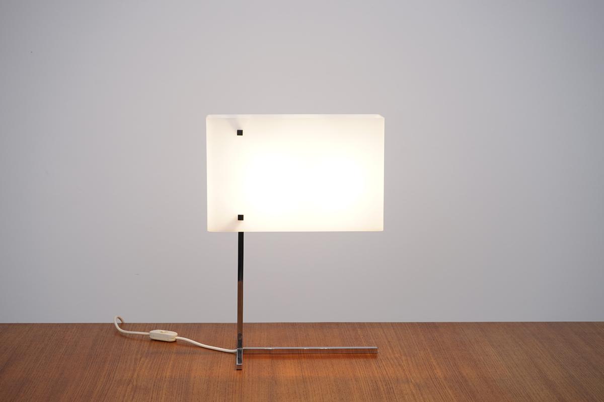 http://a1043.com/wp-content/uploads/Lampe-Plexi-Carre---Chrome---Laiton-002.jpg