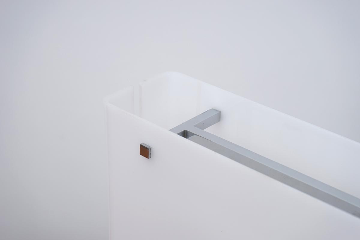 http://a1043.com/wp-content/uploads/Lampe-Plexi-Carre---Chrome---Laiton-003.jpg