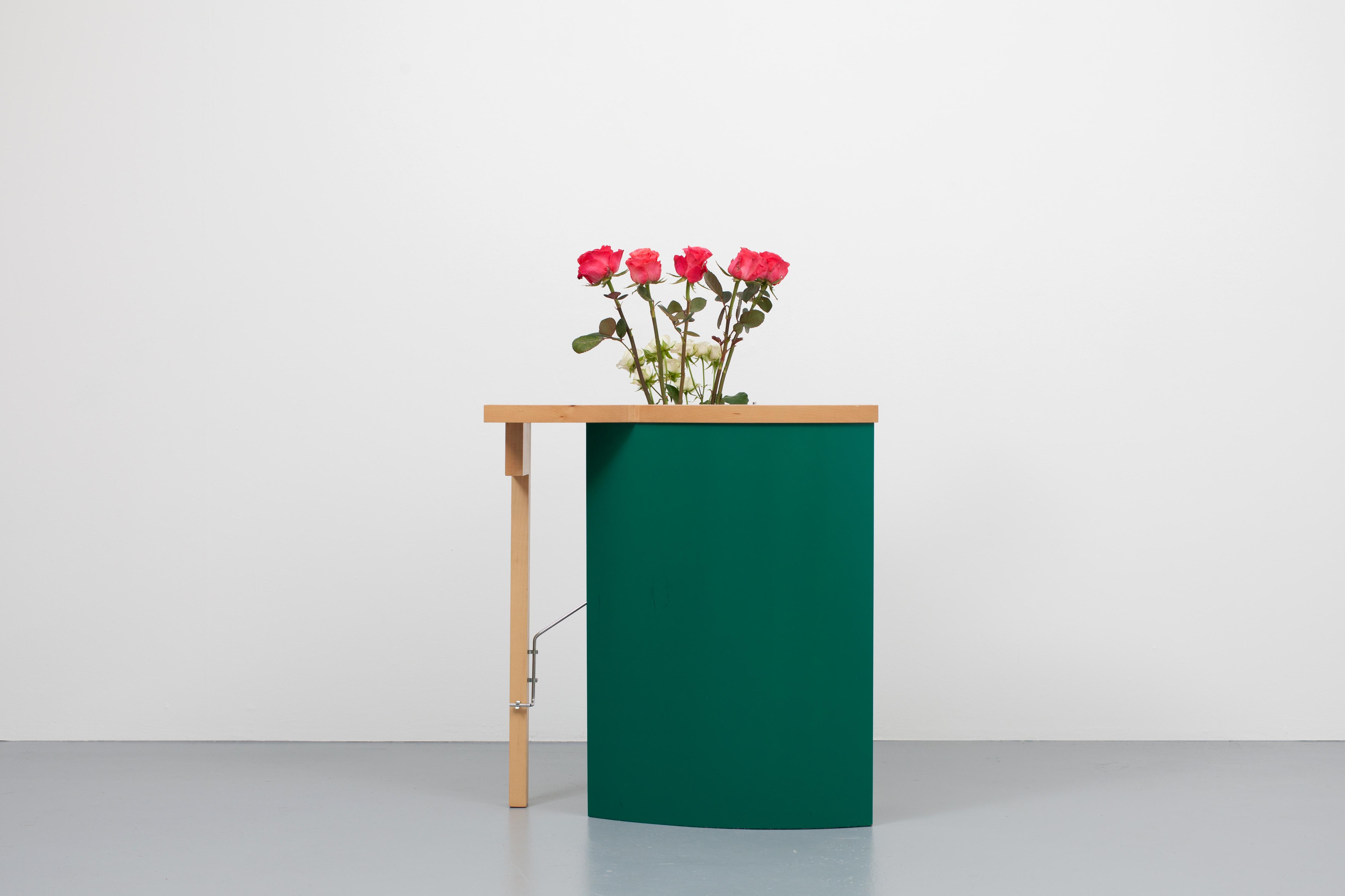 Daniel Weil Table Vase_001